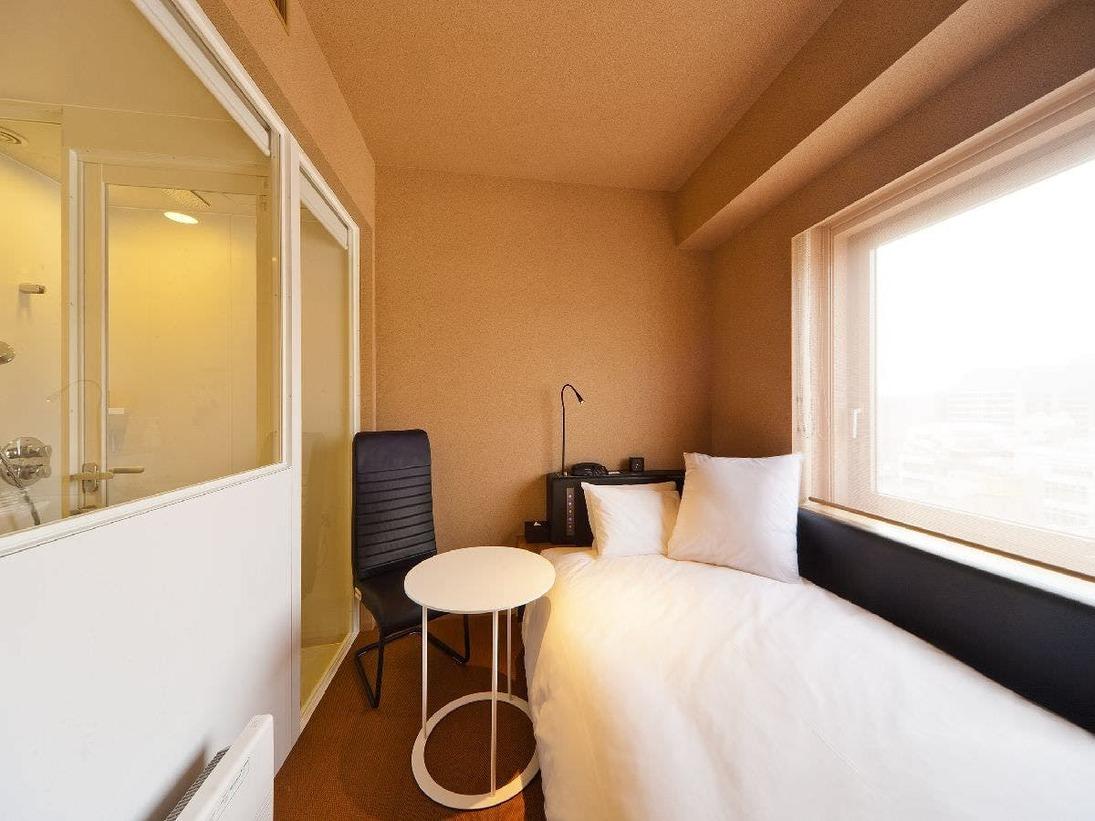 【シングルルーム】全室完備のマッサージチェア、レムオリジナルベッド、こだわりのシャワーブース等、室内空間の全てが快適な眠りのためにデザイン。