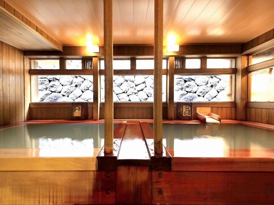 ■【温泉】木の香り漂う「源泉風呂」と「泡風呂」。美肌作りと若返りに効果のあるお風呂です