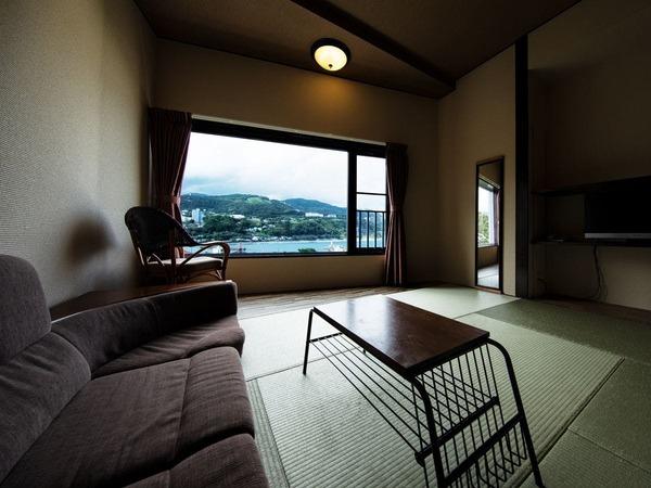 港を眺めるベッド和室