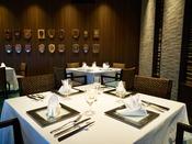 和食と洋食を交互に楽しめるレストラン「マ・シェール・メール 番所」。厳選した伊豆の山海の幸を主な素材に、フレンチと和食のそれぞれの料理人が腕を振るいます。