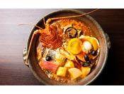 歴代の料理長がそれぞれの持ち味で受け継いできた定番の伝統料理フィッシャーマンズスープ