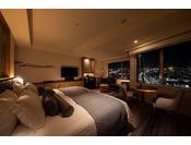 27階「ニッコーフロア(Nikko Floor)]デラックスハリウッドツイン(一例)。高層階ならではのお部屋から金沢の眺望を最大限に生かした設えとなっております。