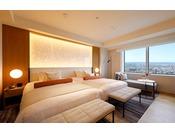「ニッコーフロア(Nikko Floor)」スイートハリウッドツインルームは、幅140cm、長さ200cmのベッドが2台設置。64平米のお部屋でごゆっくりとお寛ぎくださいませ。