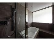 27階「ニッコーフロア(Nikko Floor)」バスルーム(一例)。