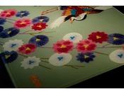 金沢の伝統工芸作家による本物のアートワークのしつらえ金澤スタイリッシュフロア ~加賀友禅~