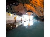 当ホテル自慢の洞窟温泉、お部屋からは太平洋の絶景がご覧いただけます。