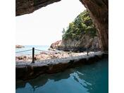 ホテル自慢の洞窟温泉、お部屋からは太平洋の絶景がご覧いただけます。