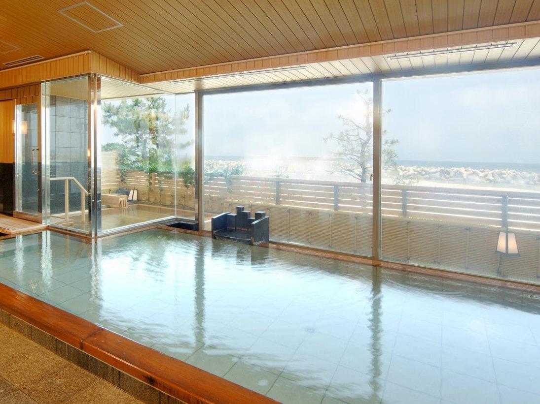 当館自慢の温泉は、源泉掛け流しの「ナトリウムーカルシウム塩化物泉」の湯で、お子様からご年配のお客様までどなた様にも安心してお楽しみいただけるやさしい温泉でございます。
