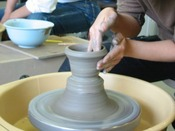 【舞洲陶芸館】当ホテルの目の前にある陶芸体験施設です。電動ろくろ体験もできます。