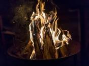 【焚き火に癒される】気軽に焚き火を楽しめる場所があります。火の温かさ、揺らめきをあなたの身近に。