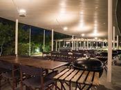 *【屋外施設(BBQ会場)】豊かな森に包まれた環境で、癒されながら肉や魚介を味わえます
