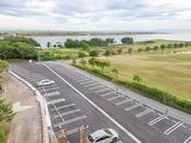 *【屋外施設(駐車場)】駐車場完備。JRユニバーサルシティ駅前への無料送迎あり