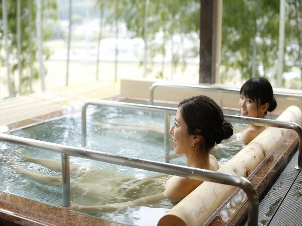 〈満天星 露天風呂〉お好みのスタイルで湯浴みをお楽しみ下さい