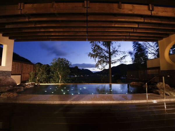 【満天星 露天風呂】星の露天風呂・天守の湯からはゆったりと星空を眺めながらの湯浴みをお楽しみ下さい