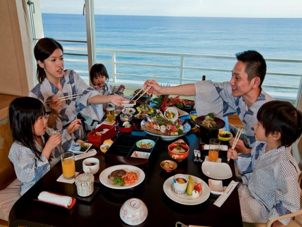 皆様でお料理を囲んで楽しいお部屋食はいかがでしょうか? ※洋室の場合はお食事会場となります