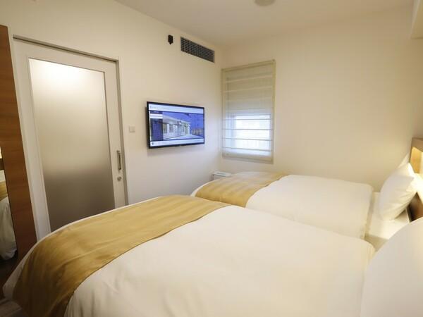 天井照明・空調・テレビは、リモコンで操作可能ベッドに乗ったまま、快適にお過ごしいただけます