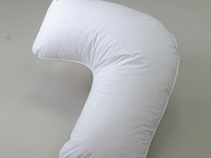 枕が背中面をサポートし、脱力した状態で横向きを保持できるサイドウェイズ枕