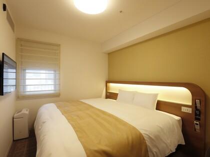 ベッド幅は220cm お二人様はもちろん、添い寝のお子様がいても十分な広さです