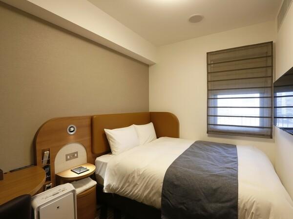 ベッド脇にはコンセント・USBポートを設置「寝ながらスマホ」も快適です