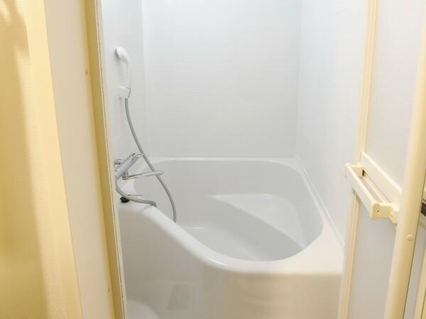 バスルームはセパレートタイプ(トイレと独立構造)バスタブもゆったりサイズと好評です
