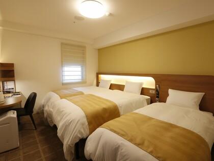 110cm幅ベッド2台と100cm幅エキストラベッド1台のトリプルルーム