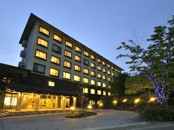 ホテル棟(夜)