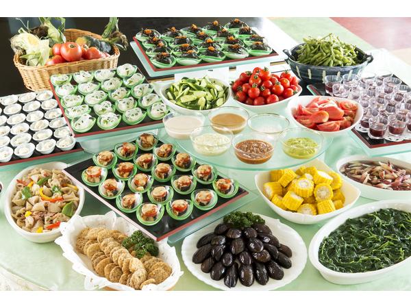 夕食バイキングには鴨川産の野菜たっぷり♪