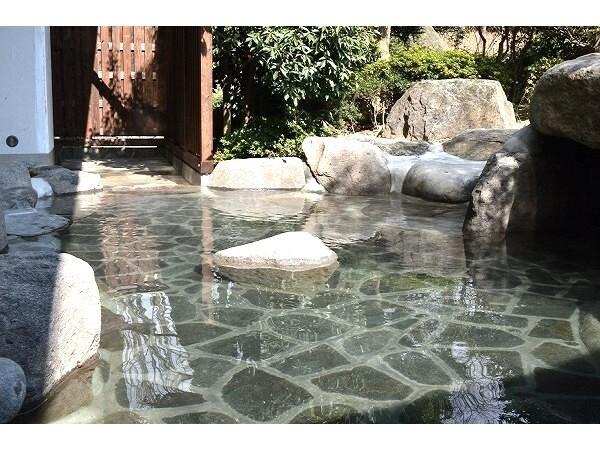 源泉かけ流しの露天風呂