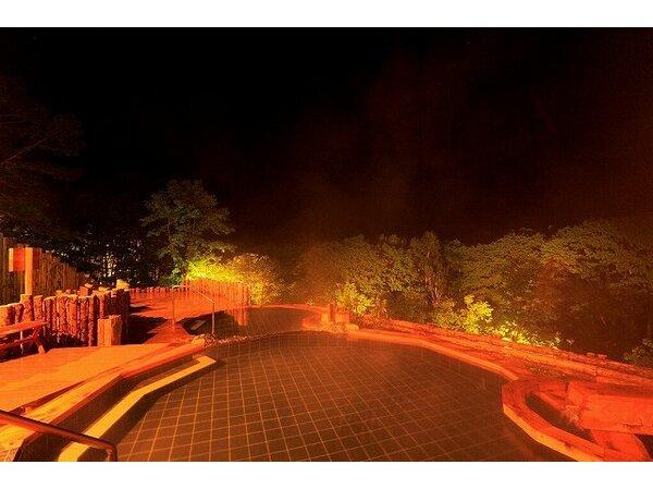 きらめく夜空を露天風呂から楽しむ♪ 別棟・露天風呂「凛楽」眺望の湯
