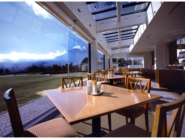 ご朝食会場【ザ・ガーデンカフェ】からの富士山