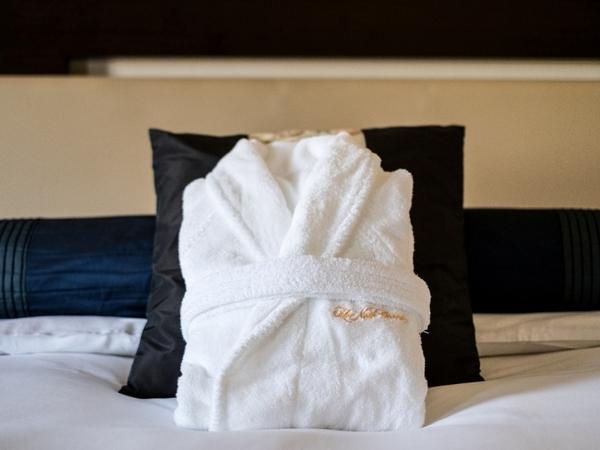 お部屋にはバスローブをご用意しております