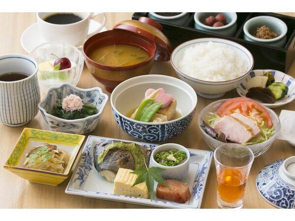 【弁慶】料理長こだわりの和定食。
