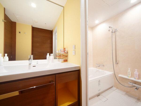 バスルームは全室とも広々とした洗い場付き(写真はスタンダードルームのバスルーム)