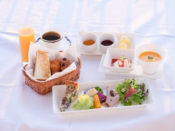 バルコニーで優雅な朝食を※写真はイメージです
