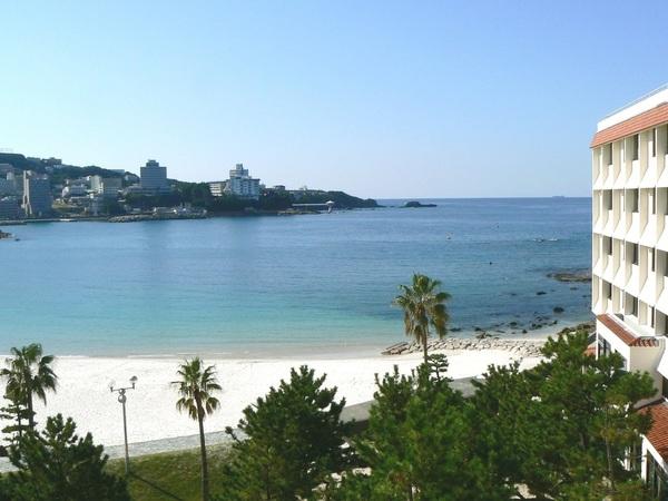 白良浜まで直通徒歩30秒の好立地!