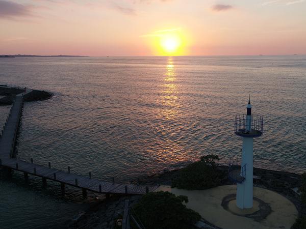 敷地内「海上遊歩道」から眺める夕日は絶景!