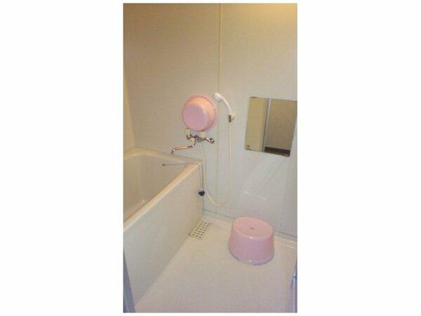 シャワーと浴槽が別の和式風呂も各部屋についています。