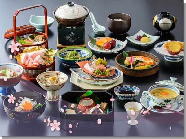 ご夕食は季節の和食会席をご準備いたします。