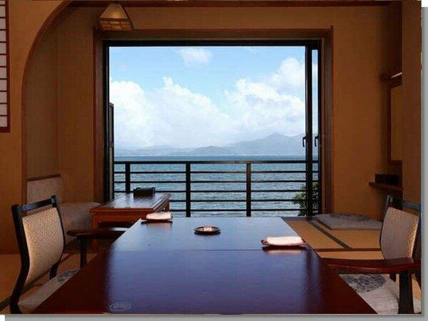 【花の棟】和室は全室海側。錦江湾を行き交う船や対岸の大隅半島を見渡せます。