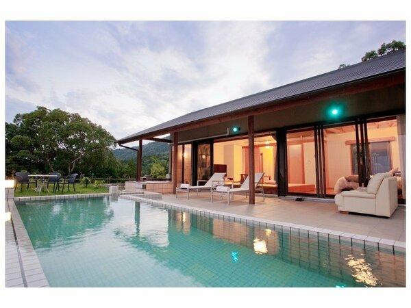 薩摩ヴィラの外観。露天風呂、温泉水プールをお楽しみいただけます。(一例)