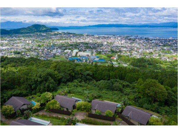 悠離庵は、約2万坪の敷地に、17棟が離れがあり、お食事も個室で、プライベートな場所でお過ごしください