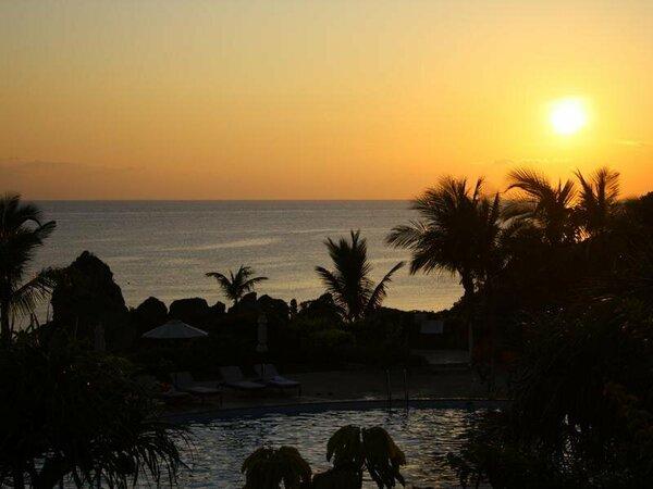 ニライビーチに沈む夕日