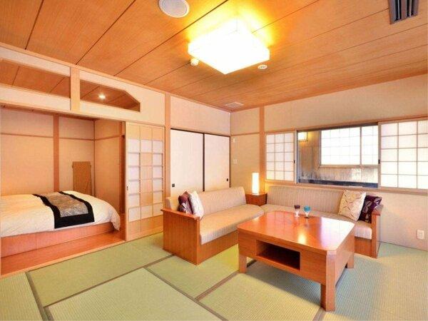 【和モダンスイートC】リビングスペースとベッドルーム、源泉かけ流し半露天風呂を備え付けた和洋室です。