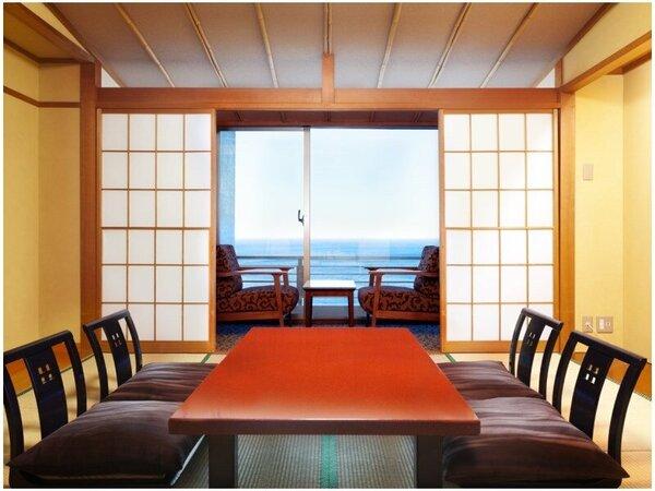 【一間客室】お部屋は全てオーシャンビュー。目の前の海は時と共に色を変え、晴れた日は昇る朝日や伊豆七島