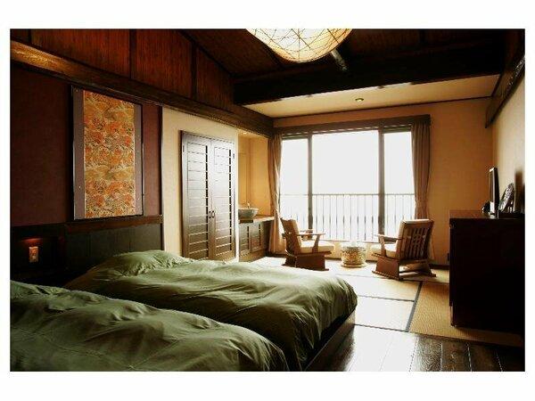 リニューアルした高級感のある和洋室。海を眺めながらローベッドでごゆるりとお寛ぎください。