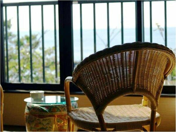 【客室一例】すべて海に面したお部屋からは伊豆七島をご覧いただけます