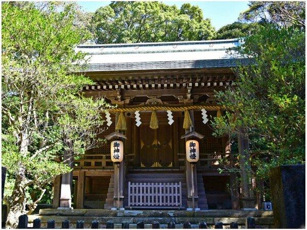 ホテルから徒歩8分「白浜神社」