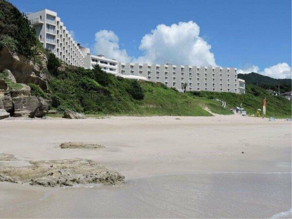 ビーチよりホテル全景