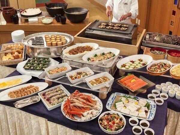 郷土料理も楽しめる約50種類の和洋バイキング!