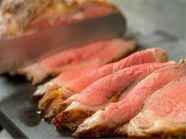 ディナー/本日のカービンズサービス「グレインフェッドビーフサーロインの岩塩ロースト 黒胡椒風味」